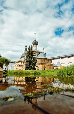 The Rostov Kremlin was constructed on Lake Nero in the 1600s and includes complex palaces, churches, towers and currently a museum complex within its grounds.