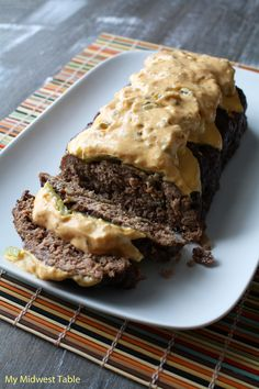 Cheeseburger Meatloaf with Famous Burger Sauce - use cream instead of milk and crushed pork rinds and parmesan cheese instead of the bread cubes and chopped dill pickle with a hint of stevia instead of the sweet pickle relish in the sauce Meat Recipes, Low Carb Recipes, Cooking Recipes, Lchf, Keto, Beef Dishes, Food Dishes, Yummy Eats, Yummy Food