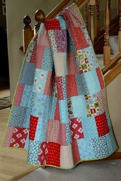 """FREE pattern: """"Easy as Pie"""" quilt from Amanda Jean/Crazy Mom Quilts. My kind of quilt! Quilting Tutorials, Quilting Projects, Quilting Designs, Sewing Projects, Quilting Tips, Patchwork Quilting, Scraps Quilt, Crazy Quilting, Fabric Scraps"""