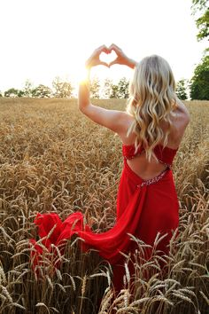 Chantel Dirksen Photography - wheat field at sunset Girl Senior Pictures, Dance Pictures, Senior Pics, Country Prom, Country Couples, Homecoming Pictures, Prom Photography, Engagement Photography, Prom Poses