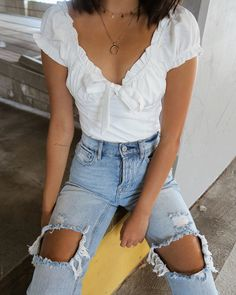 Get more off any 2 items, white crop top shirt ruffle neckline tie front top. - Get more off any 2 items, white crop top shirt ruffle neckline tie front top white short sleeve - Blouse Volantée, Ruffle Blouse, V Neck Blouse, Ruffle Top, Ripped Biker Jeans, Skinny Jeans, Mode Ootd, Crop Top Shirts, Short Sleeve Shirts
