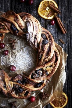 Winter food Cinnamon, Berry and Marzipan Wreath (sweet treats products) Brunch Recipes, Breakfast Recipes, Dessert Recipes, Breakfast Ideas, Recipes Dinner, Christmas Breakfast, Winter Food, Christmas Baking, Christmas Christmas