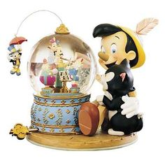 Welcome to the Collectors Guide to Disney Snowglobes. Information on over 2900 Disney snow globes. Disney Collectibles, Walt Disney, Disney Love, Pinocchio, Princesa Ariel Da Disney, Disney Music Box, Disney Snowglobes, Disney Figurines, Disney Statues