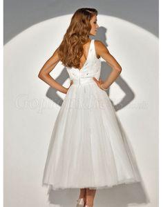 Graceful A-line tulle v-neck sequined tea-length wedding dress