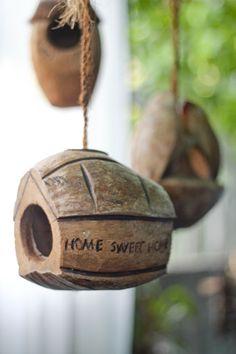 Bird house made from coconuts Bird House Feeder, Bird Feeders, Coconut Shell Crafts, Bird Cage, Plates On Wall, Craft Tutorials, Bird Houses, Decoration, Shells