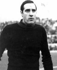 Fabio Cudicini (Trieste, 20 October 1935) – One of the greatest goalkeepers in the history of Italian football, Fabio Cudicini arrived in Rome in the summer of 1958. 1960/61 was the season that Cudicini began to build his own personal legend, proving decisive winning the Fairs Cup. It was the dawn of the '60s; newspaper reports, photos, radio and chatter from the fans who flocked to the stadium all combined in the public imagination to transform him into a true Italian sports icon of his…