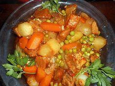 La meilleure recette de Sauté de porc à la bigouden! L'essayer, c'est l'adopter! 5.0/5 (7 votes), 8 Commentaires. Ingrédients: 650 gr de sauté de porc dans l épaule,une bouteille de cidre, 4 carottes fanes,6 petits navets fanes, 4 oignons nouveaux,6 petites pommes de terre, farine,beurre,huile, 15 cl de fond de veau, 2 gousses d ail,un bouquet garni(thym,laurier,queue de persil,feuille de céleri, 500 gr de petit pois en cosse,une cac de concentré de tomate,sel,poivre