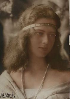 Princess Ileana of Romania in the well know photosession of her from early Lost in her own thoughts Peles Castle, She Was Beautiful, Beautiful Women, Royal Beauty, Turkish Fashion, The Empress, Beautiful Castles, Royal Weddings, Ferdinand