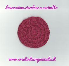 Come si fa lavorazione in tondo a uncinetto? Istruzioni in italiano Crochet Crafts, Knit Crochet, Arm Knitting, Holidays And Events, Homemade, Hobby, Video, Creative Ideas, Crochet Necklace