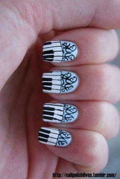 Beautiful piano nails.