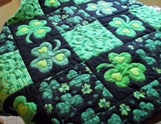 Green Quilts, Projects and Patterns: Your Lucky Day! | Green quilt ... : shamrock quilt patterns - Adamdwight.com