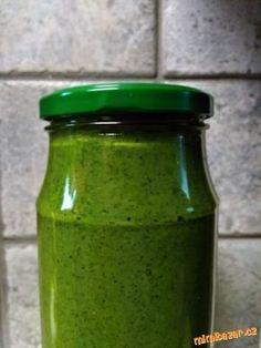 Pesto z mědvědího česneku Pesto Dip, Allium, Marmalade, Dip Recipes, Chutney, Preserves, Mason Jars, Food And Drink, Yummy Food
