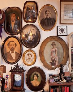 this is where I'm going in the bedroom. Curious Places: Live-in Cabinet of Curiosities (NY City/ New York) Vintage Walls, Vintage Decor, Vintage Antiques, Vintage Frames, Cabinet Of Curiosities, Shabby, Weird And Wonderful, Memento Mori, Photo Displays