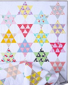 Frankie Quilt - A Finished Quilt (Red Pepper Quilts) Star Quilt Blocks, Star Quilt Patterns, Star Quilts, Quilting Tutorials, Quilting Designs, Quilting Projects, How To Finish A Quilt, Hexagon Quilt, Patch Quilt