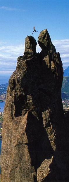 Jumping from Storhorn to Lillehorn on the Svolværgeita pinnacle in Svolvær, Norway. p. Jordi Miralles. jpg