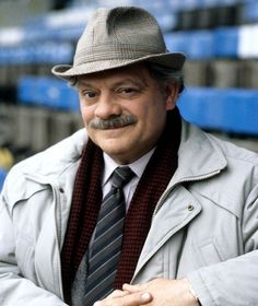 David Jason as Jack Frost Famous Detectives, Tv Detectives, Tv Actors, Actors & Actresses, David Jason, Ronnie Barker, A Touch Of Frost, Bbc Tv Shows, Only Fools And Horses