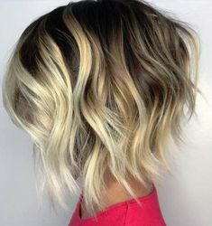 Choppy wavy bob with chunky blonde highlights balayage highlights, balayage Chunky Blonde Highlights, Blonde Balayage Bob, Balayage Hairstyle, Balayage Highlights, Blonde Ombre, Short Balayage, Dark Ombre, Caramel Highlights, Bob With Highlights