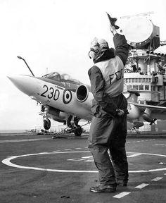 Hawker Siddeley Buccaneer S.2 Navy Aircraft, Ww2 Aircraft, Military Jets, Military Aircraft, British Aircraft Carrier, Blackburn Buccaneer, Hms Ark Royal, British Aerospace, Navy Carriers