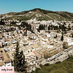 Granada ❤️ #granada #andalucia #palacio #palace #unesco #maravilladelmundo #patrimonio #heritage #arquitectura #architecture #alhambra #alhambradegranada #arabe #andalucia #viajes #spain #españa #travel #trip #sitiosbonitos #viaje #beautifulplaces #lugaresconencanto #pueblosbonitos #city