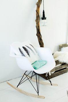 Le fauteuil, le coussin plumes, j'aime tout ;)!