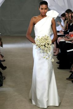 Carolina Herrera Bridal, primavera-verano 2013 // i love this! I'm almost watching my BF on it!