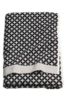 Bath towel in cotton terry with a jacquard-weave pattern. Hanger loop on one long side. Bathroom Interior Design, Decor Interior Design, H & M Home, E Textiles, Powder Room Decor, Relaxing Bathroom, Black White Pattern, Roomspiration, Scandi Style