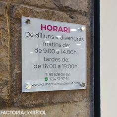#metacrilat #vinil #retolacio #horari #manresa #factoria #factoriadelretol #wearefactoria #fdr Cover, Factors, Vinyls, Blankets