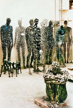 "Antony Gormley, sculptures from ""Domains"", ""Bodies in Space"" and ""Apart"" at his studio, 2003 Vitrine Design, Art Et Design, Sculpture Metal, Sculpture Garden, Abstract Sculpture, Abstract Art, Alberto Giacometti, 3d Studio, Claude Monet"