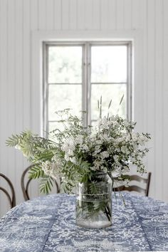 Dressing your table with a fresh bouquet of flowers perfect simple interior…