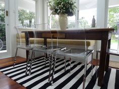 Dining room featuring an Armadillo Ribbon Stripe rug, styled by Annie Loveridge Interiors Built In Bench, Bench Seat, Booth Seating, Space Place, Striped Rug, Back Doors, Industrial Furniture, Furniture Design, Sweet Home