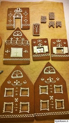 Piparkakkutalo on tänä vuonna Joulun ykköskoriste olohuoneemme pöydällä. White Gingerbread House, Cool Gingerbread Houses, Gingerbread House Designs, Gingerbread Cookies, Gingerbread House Template, Christmas Mom, Christmas Treats, Christmas Baking, Christmas Cupcakes