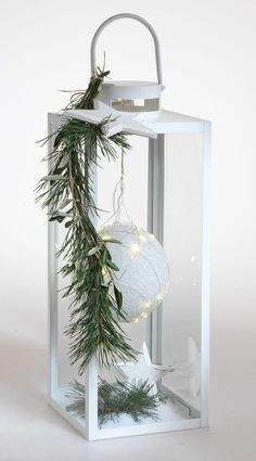 Elegant entrance decoration for the winter time Christmas planters, Christmas wreaths, Christmas deco - With a sees a simple completely different! Perfect as a decoration before - Outside Decorations, Indoor Christmas Decorations, Christmas Centerpieces, Outdoor Christmas, Holiday Decor, Christmas Lanterns Diy, Halloween Decorations, Winter Decorations, White Lanterns