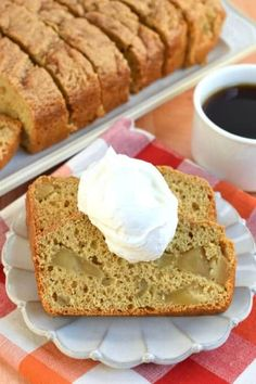 Lower Excess Fat Rooster Recipes That Basically Prime Apple Bread Recipe Bursting With Cinnamon And Apple Pie Filling You'll Love This Easy 5 Ingredient Recipe For A Delicious Comfort Food Treat Apple Pie Bread, Apple Cinnamon Bread, Best Apple Pie, Banana Bread, Quick Bread Recipes, Apple Recipes, Fall Recipes, Pumpkin Recipes, Holiday Recipes