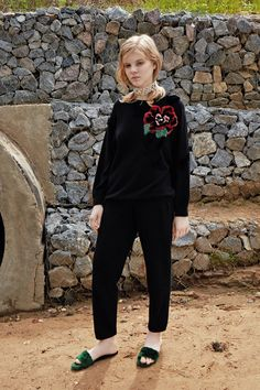 See the complete Alena Akhmadullina Resort 2017 collection.