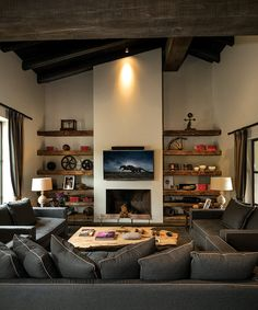 9 Rustic living rooms that will make you fall in love Swedish Interior Design, French Interior, Interior Design Studio, Sweden House, Sweet Home, Rustic Room, Living Room Grey, Living Rooms, Farmhouse Christmas Decor
