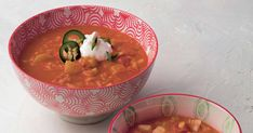 Succombez à la cuisine anglo-indienne en cuisinant cette recette de soupe Mulligatawny. Chaude, riche et végé, cette soupe-repas vous en mettra plein la panse!