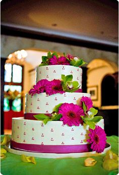 Round three tier custom unique elegant wedding cake designs and pictures 4 - The best unique creative wedding, baby, bridal shower and birth. Gorgeous Cakes, Pretty Cakes, Cute Cakes, Amazing Cakes, Elegant Wedding Cakes, Wedding Cake Designs, Cake Wedding, Wedding Ideas, Wedding Photos