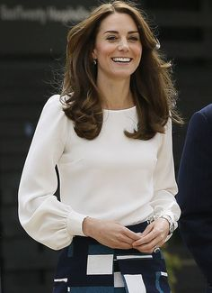 William, Kate and Harry launch their most ambitious project ever Kate's Binky blouse by Goat, is slim fitting with a round neck and full sleeves that gather into the cuffs with silk covered buttons Kate Und William, Prince William, Looks Kate Middleton, Hijab Fashion, Fashion Dresses, Kate And Harry, Winter Mode, Mode Hijab, Duchess Kate