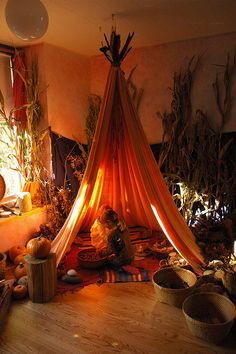 Maybe a Thanksgiving dramatic play? This would be an amazing reading area. Reggio Inspired Classrooms, Reggio Classroom, Classroom Decor, Classroom Tools, Classroom Environment, Dramatic Play Area, Dramatic Play Centers, Indoor Tents, Indoor Play