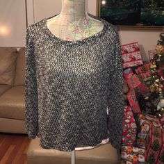 Forever 21 long sleeve textured shirt Forever 21 long sleeve textured shirt. Super cute and good condition. 59% polyester 41% rayon. Make an offer price is negotiable Forever 21 Tops