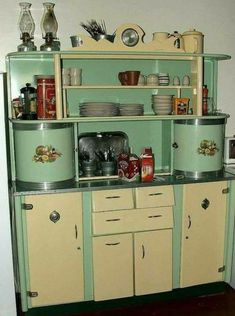antique kitchen cabinets for sale vintage kitchen cupboard not really a but very cool vintage kitchen cabinets for sale mn Kitchen Retro, Vintage Kitchen Cabinets, Shabby Chic Kitchen, Old Kitchen, Country Kitchen, Retro Kitchens, Kitchen Cupboards, Retro Kitchen Tables, Kitchen Dresser