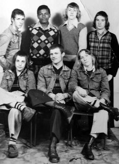 """In it was possible to be a """"boot boy"""" - wearing the boots and braces of the skinheads, but also sporting a feather cut long hair style. Boot boys were also frequently football hooligans. Skinhead Fashion, Skinhead Style, Skinhead Men, Youth Culture, Pop Culture, Youth Subcultures, Badass Style, Teddy Boys, Britpop"""