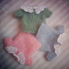Sweater for Blythe dolls Crochet Doll Clothes, Knitted Dolls, Doll Clothes Patterns, Crochet Dolls, Doll Patterns, Knitting Dolls Clothes, Blythe Dolls, Barbie Dolls, Moda Barbie
