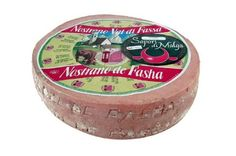 Nostrano della Val di Fassa e del Primero È uno dei formaggi nostrani caratteristici del Trentino. È un formaggio semigrasso, prodotto con latte vaccino parzialmente scremato, a pasta semicotta. Ha una forma cilindrica ricoperta da una crosta liscia, con la presenza di una patina untuosa e umida. La pasta è compatta, con occhiature sparse di medie dimensioni. La stagionatura del Nostrano varia da un minimo di 30-40 giorni a parecchi mesi. Le zone di produzione sono la Valle di Fassa e la…
