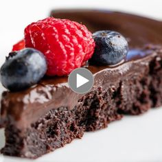 Flourless Chocolate Cake is rich, dense, and fudgy and incredibly easy to make. It's a classic chocolate cake recipe that also just so happens to be gluten-free. Flourless Chocolate Cake is rich, dense, and fudgy and incredibly easy to make. It's a classi Flourless Chocolate Cakes, Chocolate Desserts, Cake Chocolate, Chocolate Smoothies, Flourless Desserts, Chocolate Mouse, Gluten Free Chocolate Cake, Chocolate Shakeology, Chocolate Drizzle