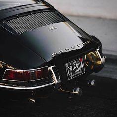 'Black Beauty' - Classic Porsche 911 - Rear End Porsche Classic, Bmw Classic Cars, Classic Motors, Porsche Autos, Porsche Macan, Porsche Logo, Porsche Carrera, Porsche 2020, Autos Bmw