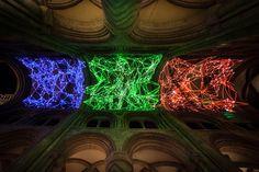 Cветовая инсталляция в виде сетки от Мигеля Шевалье