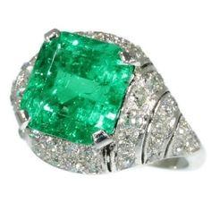 Art Deco diamond ring with spectacular 6.28 crt Colombian Muzo emerald