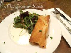 """""""Le restaurant"""" - Croustillant de chèvre et pommes rôties, petite salade  http://www.myliciousecrets.fr/2014/01"""