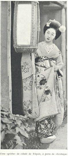 japonesices:  A Volta ao Mundo, Ferreira de Castro, Nº 15, 1944 - 4a on Flickr. Via Flickr: Livro amavelmente cedido por Margarida Marques.I...